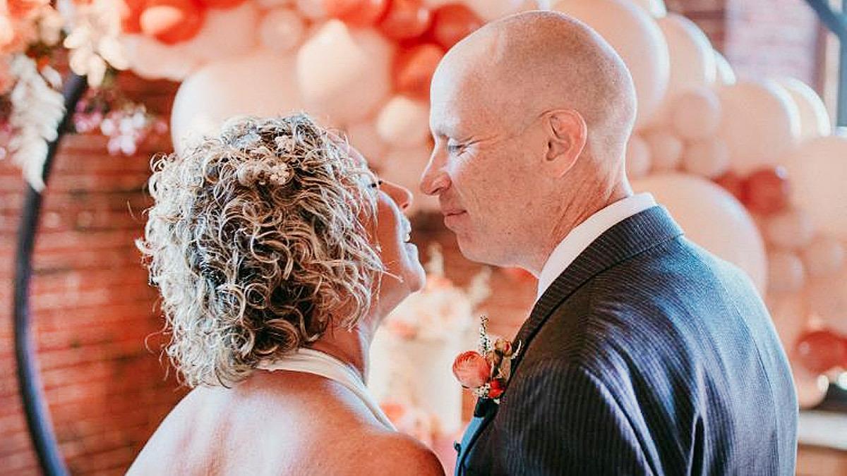 Άντρας με Αλτσχάιμερ ερωτεύτηκε ξανά τη γυναίκα του και τη ζήτησε σε γάμο!