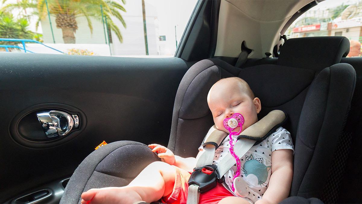 Βόλταρε με το αμάξι για να κοιμίσει το μωρό κι οι γείτονες την πέρασαν για κλέφτη