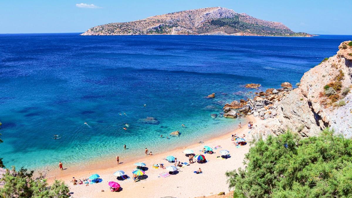 Ο επίγειος παράδεισος βρίσκεται στην Αττική: 5 παραλίες που το επιβεβαιώνουν