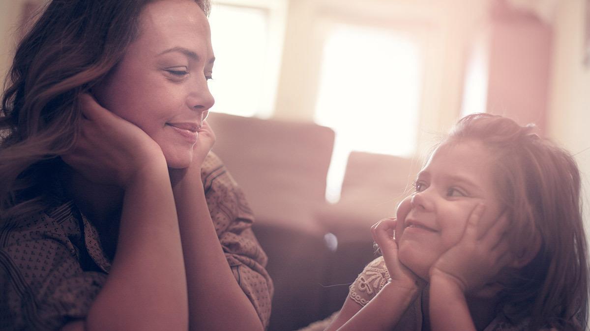 Μη μιλάς στην κόρη σου για κιλά, μάθε της πόσο ωραία είν' η ζωή αν αγαπά το σώμα της