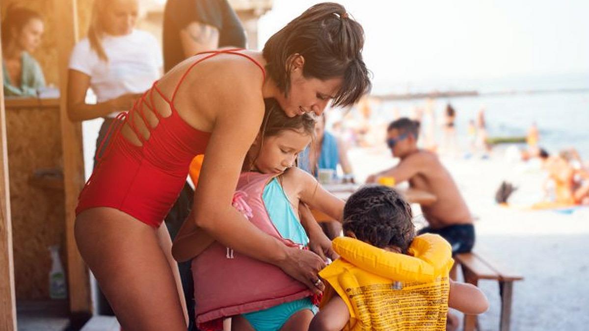 Ναυαγοσώστες και ειδικοί συμβουλεύουν: 5 σωτήριοι κανόνες ασφαλείας για γονείς