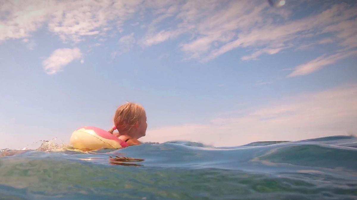 Χαλκιδική: 6χρονη παρασύρθηκε στ' ανοιχτά με στρώμα θαλάσσης