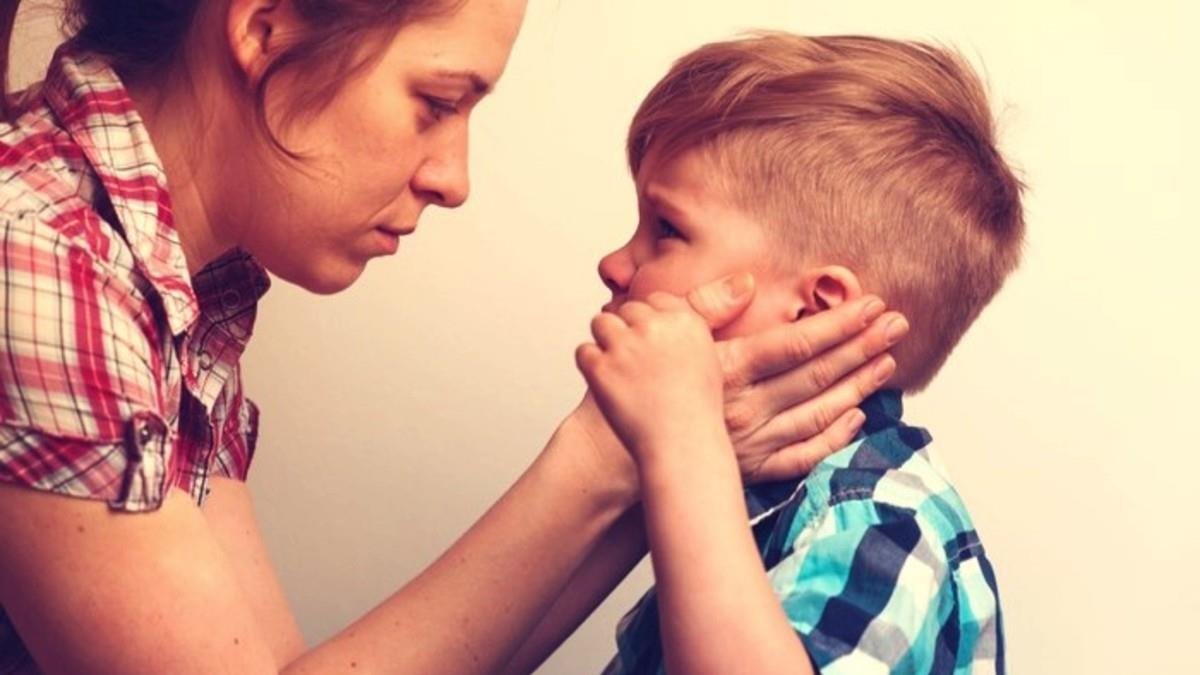 Μην κρίνετε μια υπερπροστατευτική μαμά, δεν ξέρετε τι έχει περάσει...