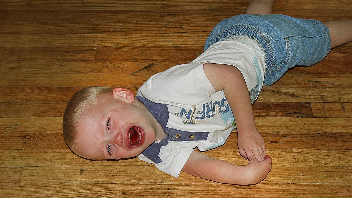 «Το σκαλοπάτι της χαράς»: το κόλπο που βάζει τέλος στα tantrum των παιδιών