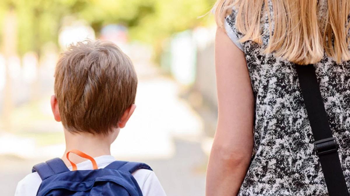 Γονείς έκαναν άνω κάτω το σχολείο απαιτώντας να δεχτούν το παιδί τους χωρίς test