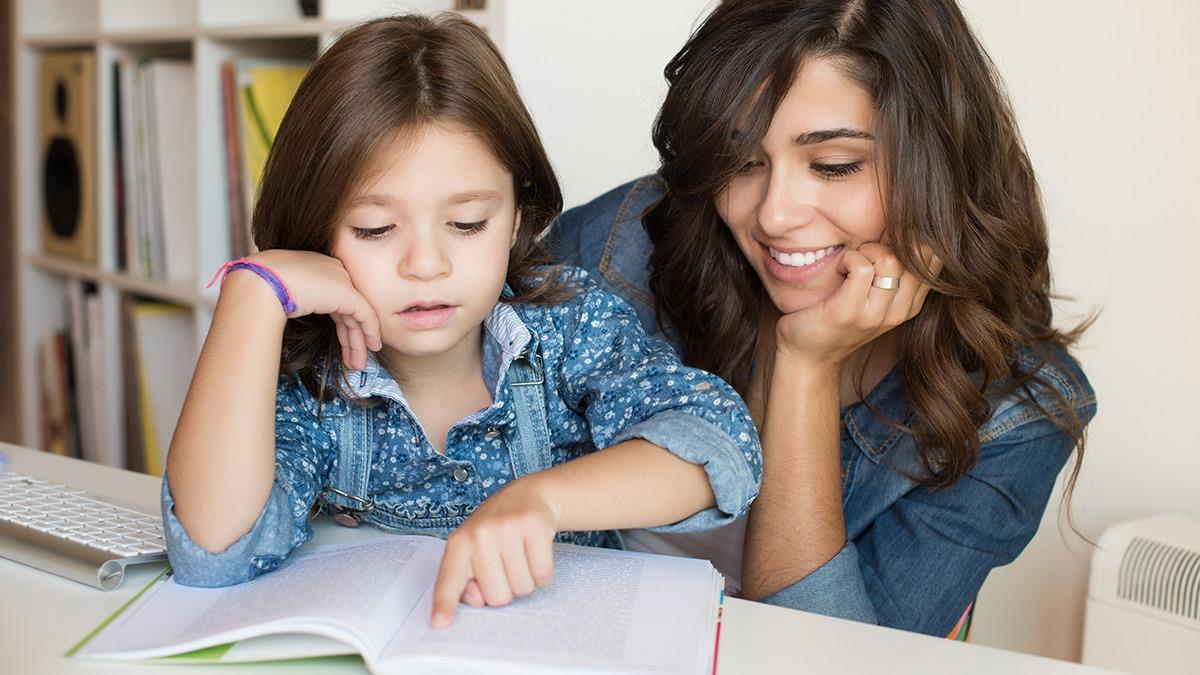 Άντε πάλι διάβασμα: Πώς πειθαρχούμε το παιδί χωρίς καυγάδες και φωνές