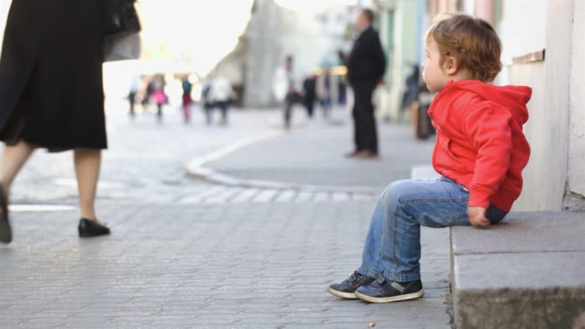 4χρονος έφυγε από το σχολείο και βγήκε στο δρόμο - Συνελήφθη η νηπιαγωγός