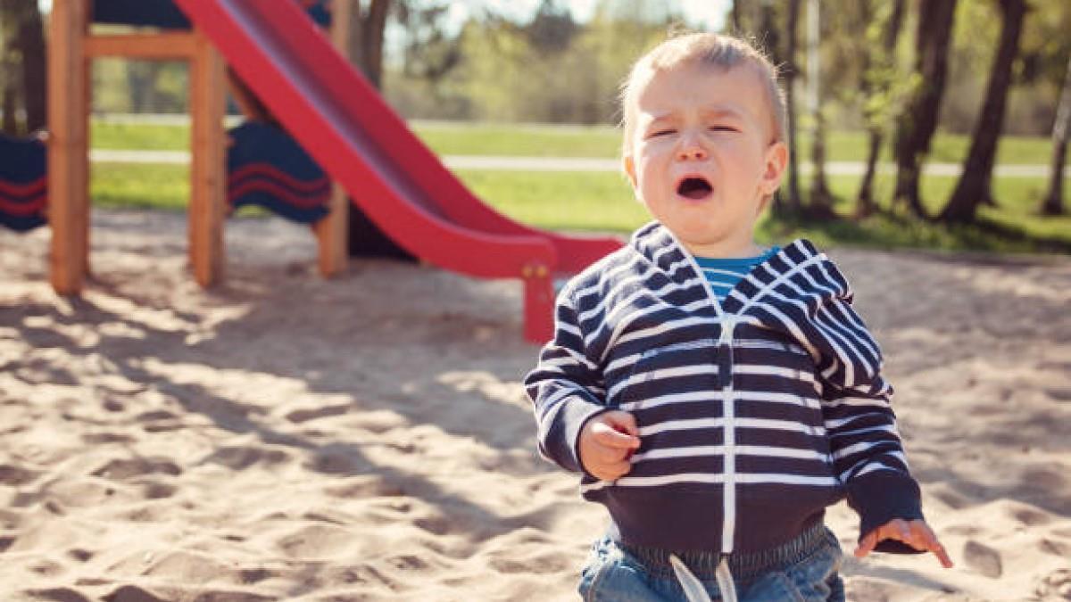 Μην απειλείτε ποτέ το παιδί ότι θα το αφήσετε και θα φύγετε, λένε οι ειδικοί