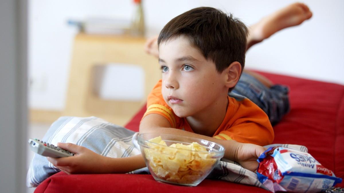 Να απαγορευτούν οι διαφημίσεις junk food για παιδιά ζητούν οι ενώσεις καταναλωτών