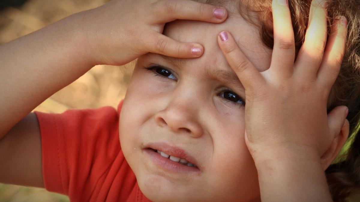 5 λάθη των γονιών που κάνουν τα παιδιά ανασφαλή και νευρικά