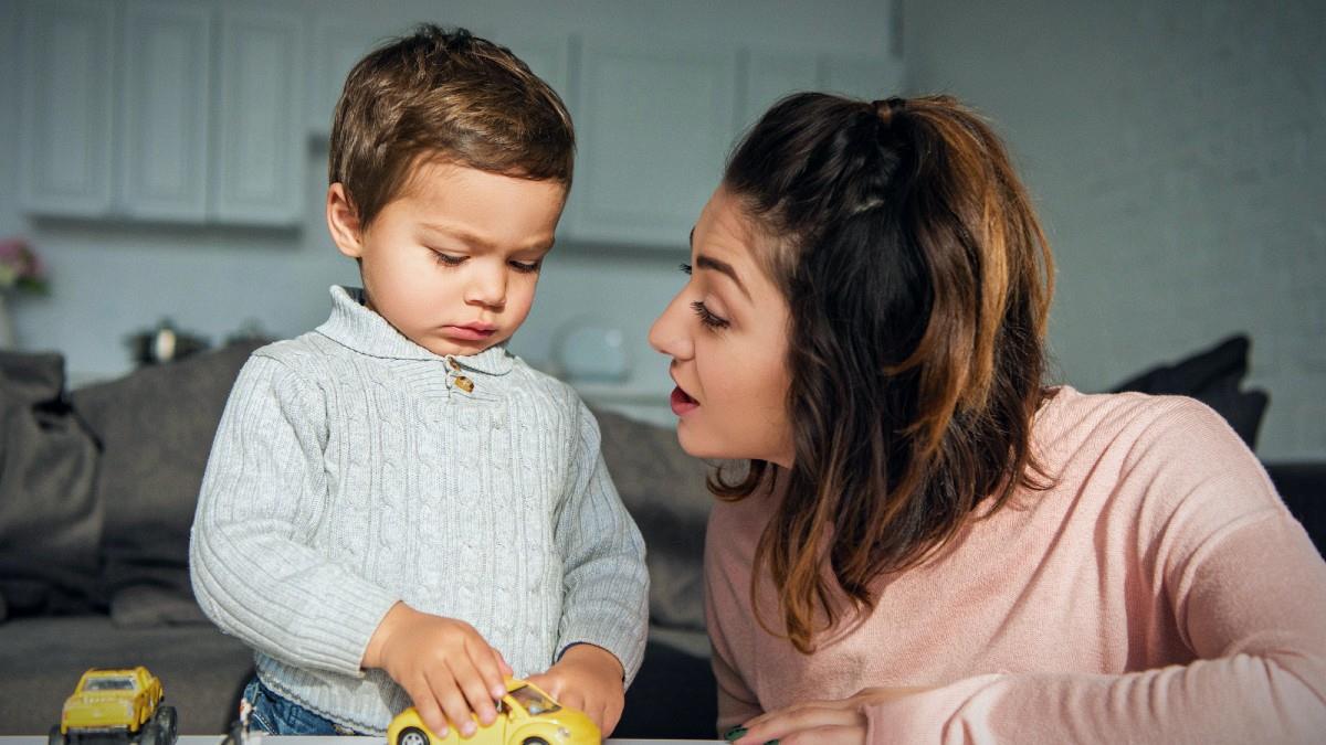 Μη ρωτάτε μια μαμά πότε θα μιλήσει το παιδί της (την αγχώνετε χωρίς λόγο)