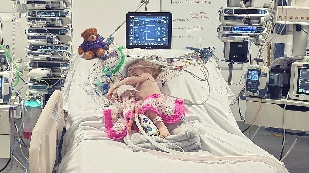 2χρονη ηρωίδα με σπάνια πάθηση ετοιμάζεται για την 36η εγχείρησή της!