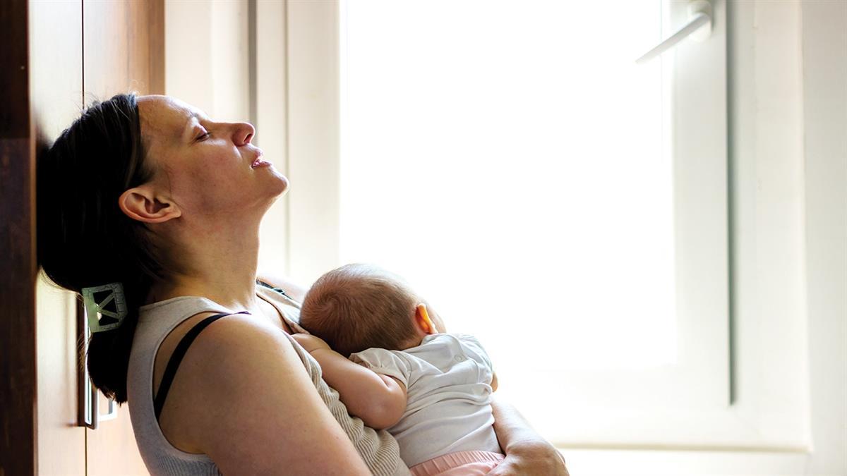 Επιλόχειος ψύχωση: «μία εβδομάδα μετά τη γέννα έχασα τελείως τα λογικά μου»