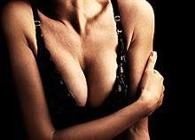 Γιατί οι άντρες αγαπούν το γυναικείο στήθος;