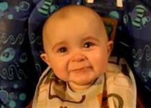 Άκουσε τη μαμά του να τραγουδά και... συγκινήθηκε: Δείτε βίντεο με το πιο γλυκό μωρό!