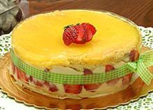 Φτιάξτε τούρτα με φράουλες και λεμόνι σαν… επαγγελματίας! (video)