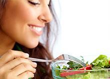 Οι 14 διατροφικές συνήθειες των ανθρώπων που έχουν υγιή σχέση με το φαγητό