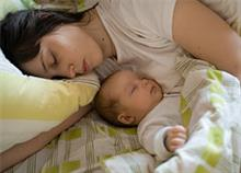 Πώς ο ύπνος με το παιδί μπορεί να βλάψει την υγεία του
