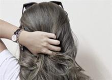 Γκρίζα μαλλιά: Να τα βάψετε ή να τα αγαπήσετε;