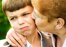 Μην πιέζετε το παιδί να αγκαλιάζει τους συγγενείς