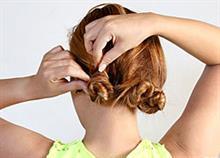 Πώς να πιάσετε εύκολα τα μαλλιά σας κότσο