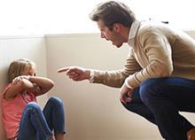 Τι να κάνετε αν ο άντρας σας είναι σκληρός με το παιδί