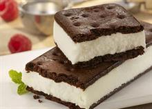 Πώς να φτιάξετε πανεύκολα παγωτό-σάντουιτς για τα παιδιά