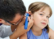 Ωτίτιδα: Ποια τα συμπτώματα και πώς να προφυλάξετε το παιδί