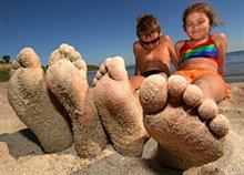 7 διασκεδαστικά παιχνίδια που μπορείτε να παίξετε στην παραλία με τα παιδιά