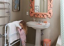 Πώς να οργανώσετε το μπάνιο για να το χρησιμοποιεί ευκολότερα το παιδί