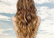 Κάντε τα μαλλιά σας να φαίνονται όπως μετά τη θάλασσα... όλο το χρόνο!