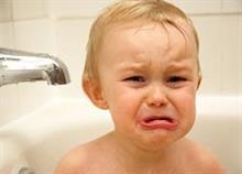 8 δοκιμασμένα κόλπα για να κάνετε το παιδί μπάνιο χωρίς γκρίνια