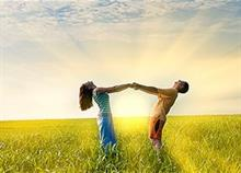 8 καθημερινές συνήθειες που κάνουν τα ζευγάρια ευτυχισμένα