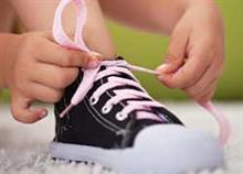 O ευκολότερος τρόπος να μάθετε στο παιδί να δένει τα κορδόνια του