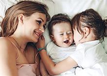 «Πώς το δεύτερο παιδί μου με έκανε καλύτερη μαμά»