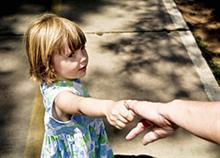 Πώς να προστατεύσετε το παιδί από τους παιδόφιλους στον πραγματικό και στον ηλεκτρονικό κόσμο