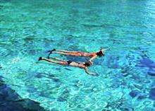 Οι 12 ομορφότερες παραλίες της Ελλάδας (που μπορείτε να πάτε και με τα παιδιά)