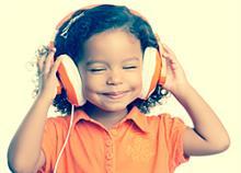 12 χαρούμενα καλοκαιρινά τραγούδια για μικρούς και μεγάλους