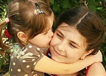 6 χρυσές συμβουλές για να μεγαλώσετε ένα καλόκαρδο παιδί (σύμφωνα με την επιστήμη)
