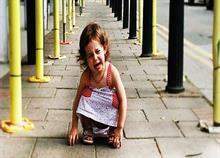 Όταν πιάνει το παιδί υστερία σε δημόσιο χώρο: Η (αμφιλεγόμενη) λύση μιας μαμάς