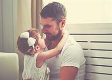Όταν το παιδί προτιμά τον μπαμπά