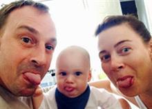 Όταν η αγάπη νικά τον καρκίνο: Μπαμπάς με λίγους μήνες ζωής φτιάχνει τις καλύτερες αναμνήσεις για τον γιο του