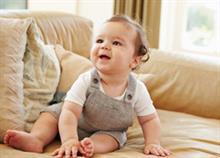 Τι πρέπει να μπορεί να κάνει ένα μωρό 6 μηνών