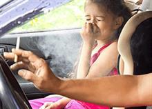 Επιτέλους: Τσουχτερά πρόστιμα για όσους καπνίζουν μπροστά στα παιδιά στο αυτοκίνητο