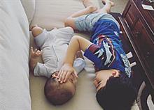 Όλη η δύναμη της αδερφικής αγάπης σε μία συγκινητική φωτογραφία