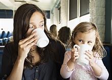 Καφές με φίλες: Πώς να περάσετε καλά και εσείς και τα παιδιά