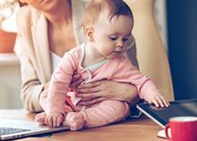 8 τρόποι που οι μαμάδες ισορροπούν μεταξύ δουλειάς και οικογένειας