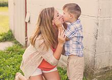 Τι σημαίνει να μεγαλώνεις αγόρια μέσα από 12 ρεαλιστικές φωτογραφίες
