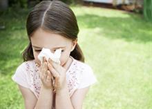 Πώς θα βοηθήσετε το παιδί να ξεπεράσει πιο γρήγορα το (καλοκαιρινό) κρυολόγημα