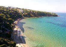 Οι καλύτερες παραλίες με φυσική σκιά στην Αττική
